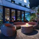 TheBAR 都会のリゾートをイメージしたルーフトップBAR 天候が良い日にはテラスのソファでごゆっくりどうぞ。