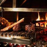 こだわり抜いた肉達を炭による炎が美味しく包みます。