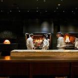 Salvatore cuomo Bros.ライブ感溢れるファイヤーステージを見ながらお食事をお楽しみください。