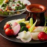 【TheBAR】 永遠の定番 バーニャカウダ。近畿圏で採れた新鮮な野菜を使用しております。