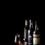 【TheBAR】 BARには欠かせないウイスキーも多数ございます。メジャーなものから、レアなものまで、バーテンダーにお任せください。