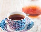 有機栽培の紅茶は3種。2杯分入ったポットで優雅な時間を満喫。