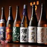 店主厳選の日本酒は、青森産や希少な銘柄など50種以上の取り揃え