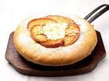 焼きリンゴと2種のチーズ