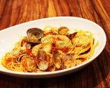 海老と貝のトマトソースパスタ