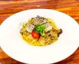 秋刀魚と木の子のペペロンチーノ