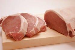 熟成させた最良のお肉を最低2.5cmというこだわりの厚みにカット