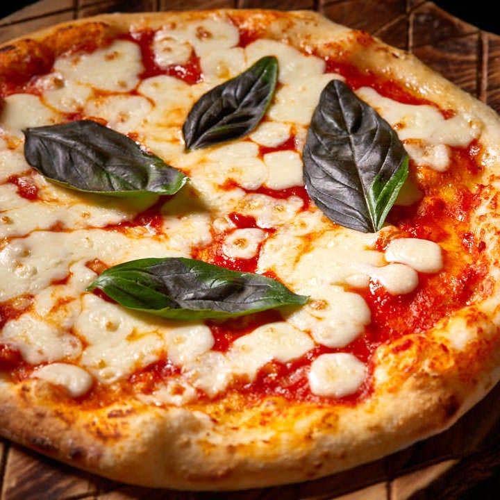 イタリア産石窯を使ったピッツァ