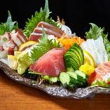 国産生マグロやその時期の旬な鮮魚を盛り付けた『刺盛り』