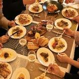 当店自慢の料理を囲んで、お仲間と楽しくお過ごしください
