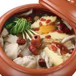 汽鍋鶏の漢方蒸し(※要予約)