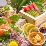 捌きたての季節の鮮魚をお楽しみ頂けます。『お造り盛り合わせ』