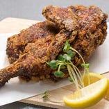 居酒屋いまいで必食メニュー『 味自慢 丸鶏半身揚げ焼き』