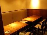 1階はゆったりとした椅子席とカウンター(5名)
