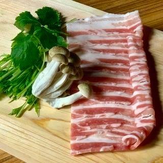 純和牛もつ鍋はぜひ炙りでどうぞ。