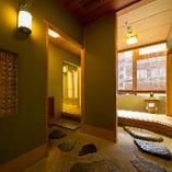 定期的な換気を実施しております。個室はお客様ごとに十分な換気を行います。