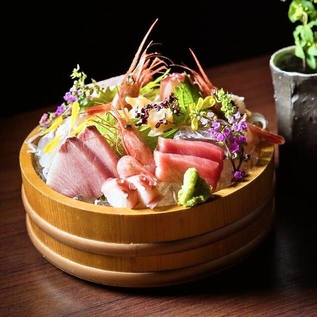 多彩な魚介料理で旬を感じる