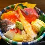 ◆新鮮な魚介たっぷり☆おすすめ「上海鮮丼」2,000円(税抜)
