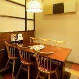 【半個室 (テーブル席)】肩肘をはらずに気軽に楽しめる、自分たちだけの空間