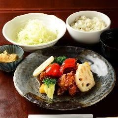 お野菜たっぷり!鶏の黒酢南蛮定食