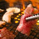 上質なお肉をお腹いっぱいご堪能ください。タレは特製の「醤油だれ」と「味噌だれ」をご用意。