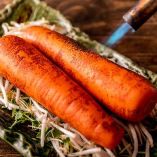 バーナーで炙るだけで甘味に芳ばしさをプラス。無駄な調理は必要ない旬野菜を使用