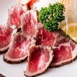 噛むほどに染み出す牛肉の旨味を存分にご堪能いただける「牛ロースたたき」