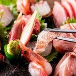 鮮魚の味わいをそのまま楽しめる「鮮魚五点盛り」はコースで味わえる一品