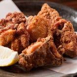 名物の塩麹に漬けた鶏もも唐揚げ