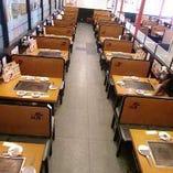 ゆったりの全72席。夜11時まで営業しています。