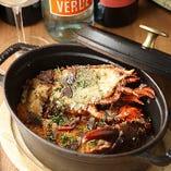「オマール海老のカルドソ」豪快なオマール海老は肉厚でプリプリな食感♪魚介の旨味たっぷりのアメリケーヌソースでじっくりと煮込みました。一口食べると思わず笑顔になるおいしさ!