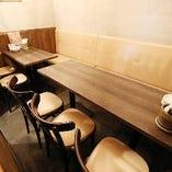 半個室のお部屋は、8~10名様でご利用いただけます。周りを気にすることなく仲間との集まりを心置きなく愉しんでいただける空間です♪