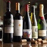 美味しいワインを心ゆくまで楽しんでいただきたいので、自社輸入をしコストパフォーマンスにこだわりました。スペイン産を中心に世界各国より60種以上のワインをご用意しております。