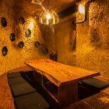 【掘りごたつ席】洞窟をイメージした店内、少人数~中規模団体様に最適◎(~8名様)