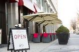 解放感に満ち溢れたオープンカフェ
