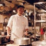 当店シェフの梅原博克。素材の力強い味わいを引き出す、伝統的なトスカーナ料理に定評があります