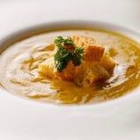 お野菜とチーズをとろみのあるスープに仕立てた、滋味溢れる一皿
