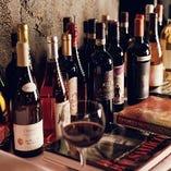 トスカーナのみならず、イタリア全土から常時120種以上のワインを取り揃えております。メニューにない銘柄もございますので、お気軽におたずねください。