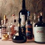 食後酒は、イタリア料理の締めくくりに欠かせないもの。アマーロやグラッパの名品をお楽しみください