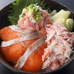 豪華 三色丼 Fresh Salmon,Crab & Toro Bowl