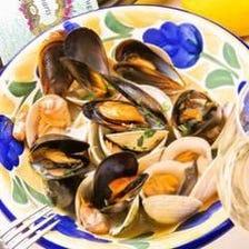 漁師直送ホンビノス貝とムール貝の白ワイン蒸し