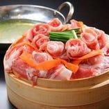 上質な豚肉の旨味!彩り野菜と国産豚の蒸籠(セイロ)蒸し