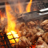 地鶏の炭火焼♪香ばしく旨みをギュッと閉じ込んだ必食メニュー