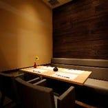 完全個室のお席~シックなウッドテイストの壁~