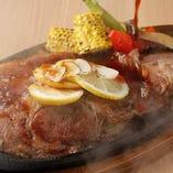 移転後の新メニュー!『熊本阿蘇あか牛の鉄板ステーキ』ジャポネソースで