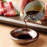 熊本県産の『たまり醤油』トロッとコクと甘みがあるお醤油。馬刺しとの相性抜群!