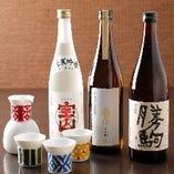 日本酒常時50種以上。グラス580円~