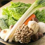 三重県産の新鮮な野菜や伊勢湾の獲れたて鮮魚の一品料理もご用意