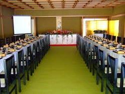 畳敷き椅子テーブル個室 大小あり。最大30名様対応可能