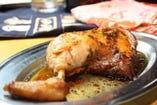 もも吉名物【骨付き鶏もも焼き】! とにかく食べてみて下さい!